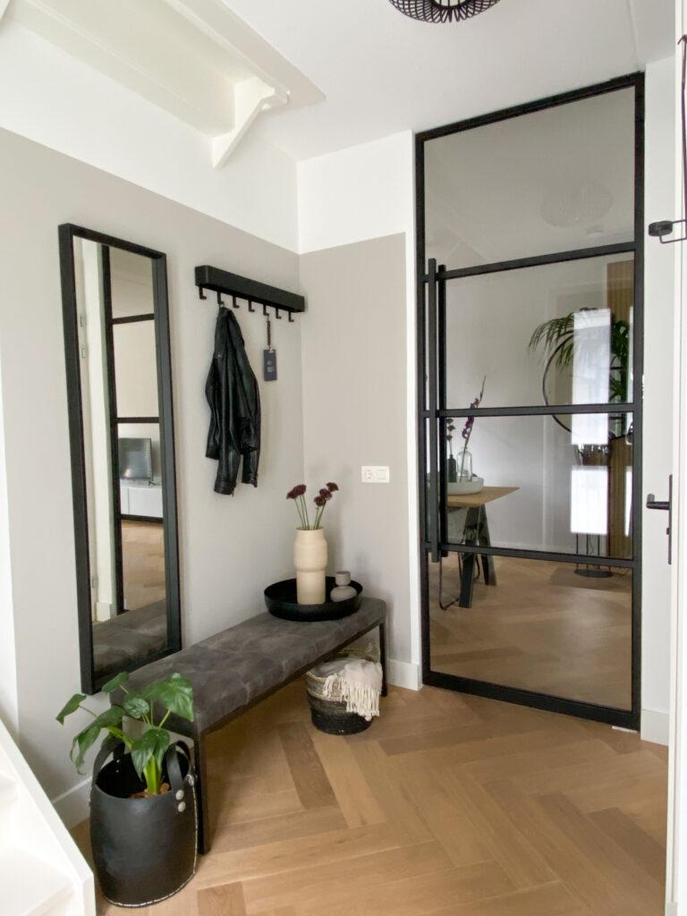 Ruimtelijk, licht, modern en industrieel, een stalen taatsdeur geeft een special touch aan je interieur.